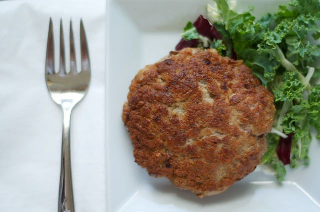 bisteck hache with salad