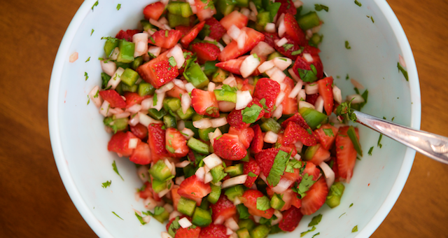 Strawberry Salsa Recipe [paleo, primal, gluten-free, dairy-free]